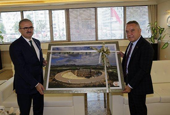 Vali Karaloğlu'ndan Başkan Böcek'e ziyaret