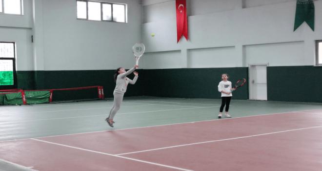 Osmangazi'de Tenis Heyecanı Başladı