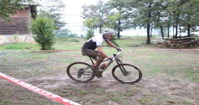 Dağ Bisikleti Yarışında Çamur Engel Olmadı