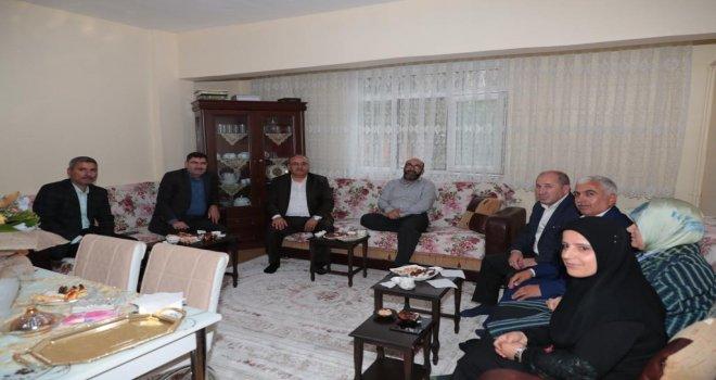 Başkan Hasan Can ve AK Parti Ümraniye İlçe Başkanı Av. Mahmut Eminmollaoğlu'ndan Hac Vazifesini Yerine Getiren 15 Temmuz Gazisi Metin Yaşar'a Ziyaret