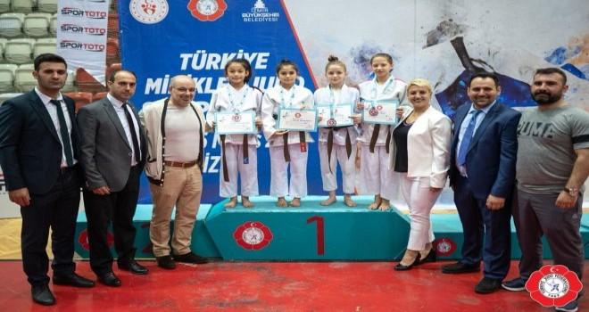Gemlik Belediyesi Spor Kulübü Başarıdan Başarıya Koşuyor