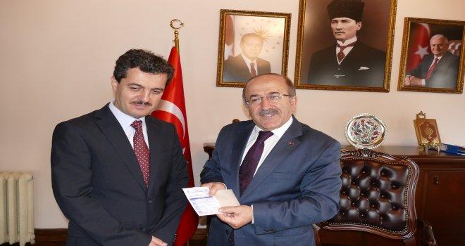 Başkan Gümrükçüoğlu kurbanını Diyanet vekaletiyle bağışladı