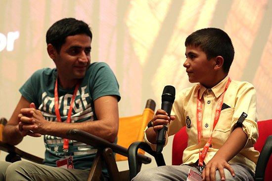 Yönetmen Mustafa Karadeniz kendi hayat hikayesiyle ağlattı