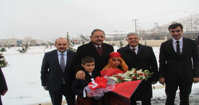 Bakanı  Özhaseki Bitlis'te