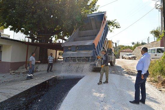 Kaş Doğantaş grup yolu asfaltlanıyor