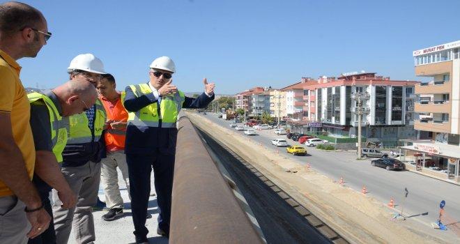 Balıkesir Büyükşehir Belediye Başkanı Zekai Kafaoğlu, yapımı devam eden Adliye Kavşağı'nın bitiş aşamasına geldiğini ve çalışmalar tamamlandığında trafiğin ciddi şekilde rahatlatacağını söyledi.