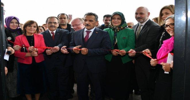 Başkan Zihni Şahin, ' Hayata İmza Atan Kadınlar ' Toplantısında Konuştu.