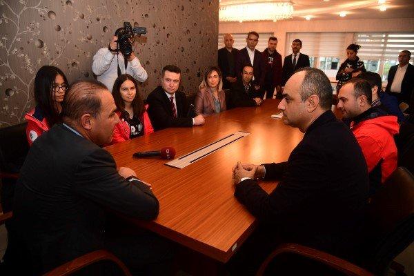 Dünya birincisi gençlerden Başkan Sözlü'ye teşekkür ziyareti