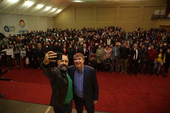 Başkan Türel, Kemer'de lise öğrencileri ile tiyatroda buluştu