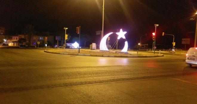 Büyükşehir'den Saruhanlı'ya Ay- Yıldızlı Aydınlatma