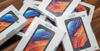 İZSİAD'dan bağış kampanyasına tablet desteği