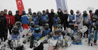Çocukların kayak ve snowboard heyecanı