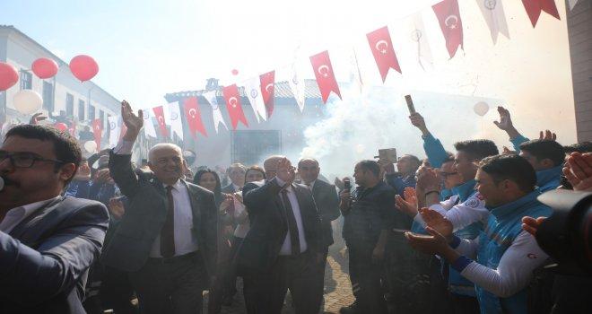 Başkan Gürün'e personelden coşkulu karşılama