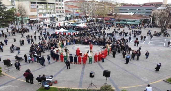 """Düzce Belediyesi """"Mevlid-i Nebi"""" kapsamında  pilav dağıttı."""