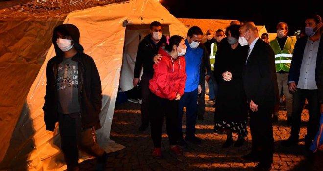 Başkan Soyer depremzedeleri ziyaret etti