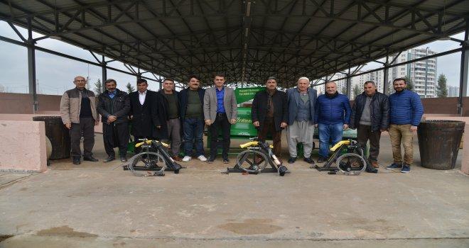 Büyükşehir'den çiftçilere badem soyma makinesi